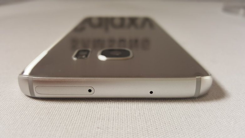 Galaxy S7 có cổng hồng ngoại