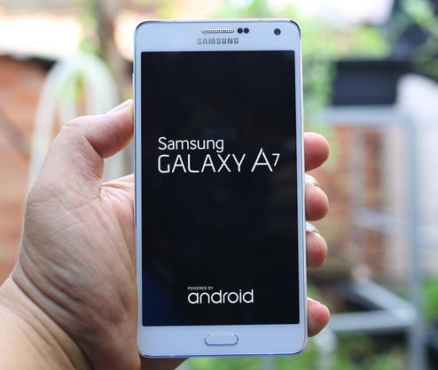 Chiếc điện thoại Samsung Galaxy A7